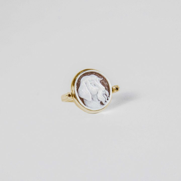 18 kt gold reversible ring with personalized cameo