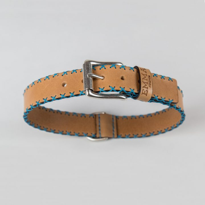 dog collar in natural cowhide leather with sky-blue stitches