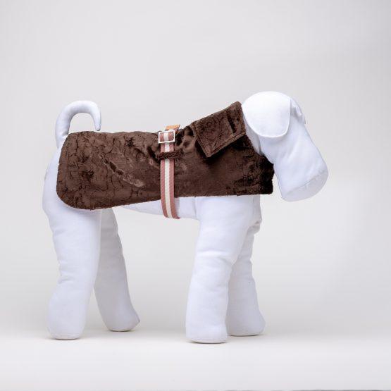 cappottino di velluto impermeabile per cani, indossato da un manichino