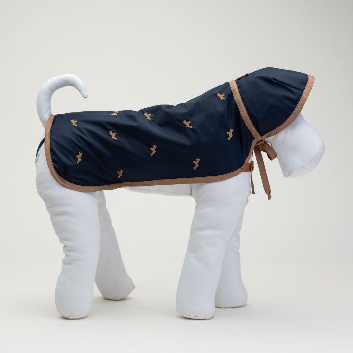 impermeabili per cani con cappuccio, colore blu navy, abbigliamento di lusso per cani, indossato da manichino