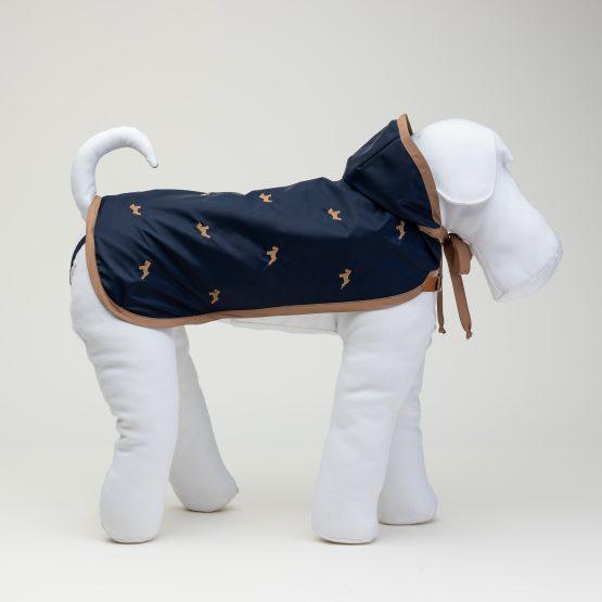 impermeabili per cani, colore blu navy, abbigliamento di lusso per cani, indossato da un manichino