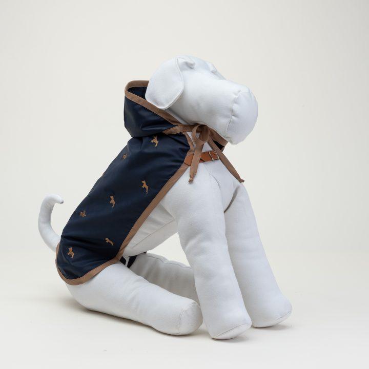 impermeabili per cani indossato da cane Schnauzer